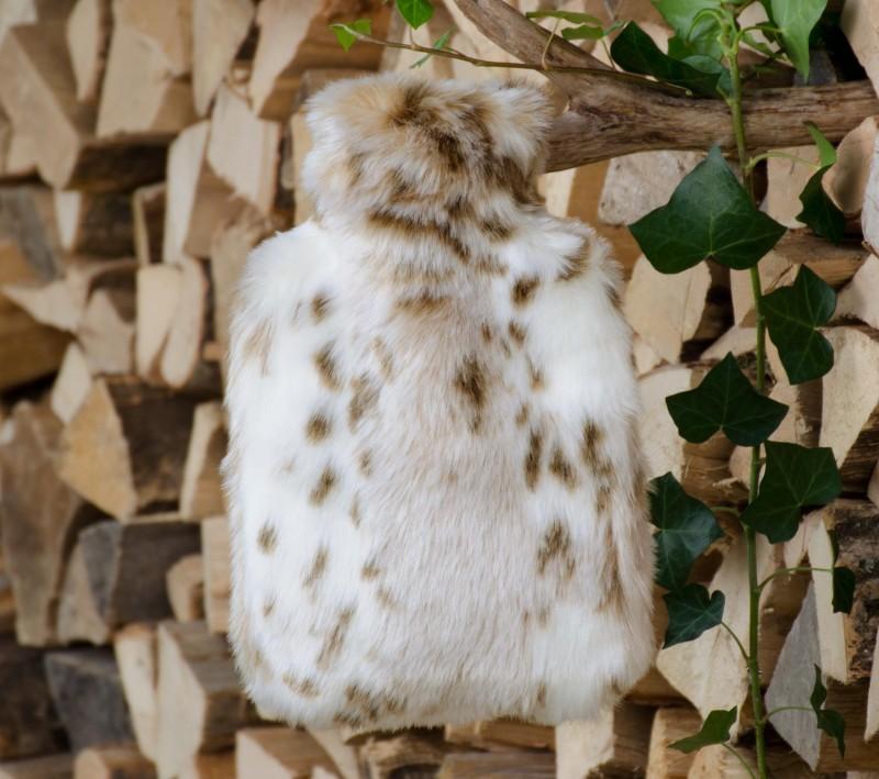 Wärmflaschenhülle aus Fell (Fellimitat) Schneeleopard mit Naturgummi Wärmflasche
