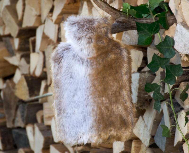 Wärmflaschenhülle aus Fell (Fellimitat) Fuchs rehbraun-grau mit Naturgummi Wärmflasche