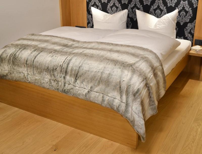 Fellbettschal (Fellimitat) Bettschal Grauwolf grau-beige 80x260cm