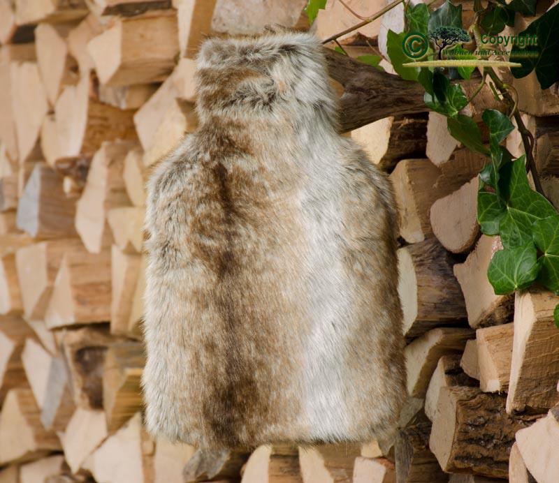 Fell-Wärmflaschenhülle Wolf hell gestreift mit Fashy Wärmflasche