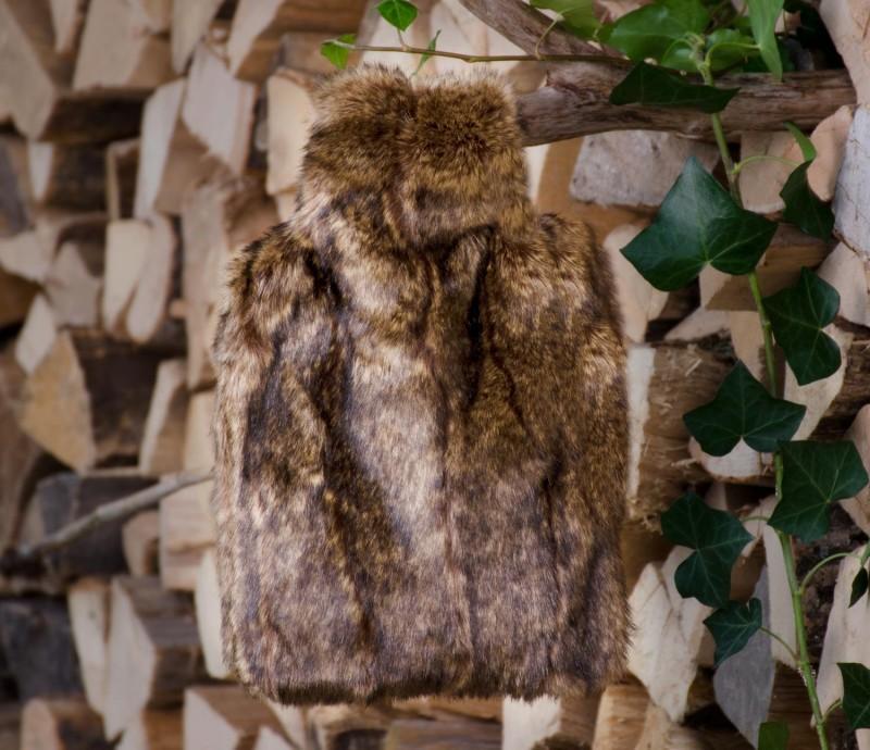 Wärmflaschenhülle aus Fell (Fellimitat) Biber braun mit Naturgummi Wärmflasch