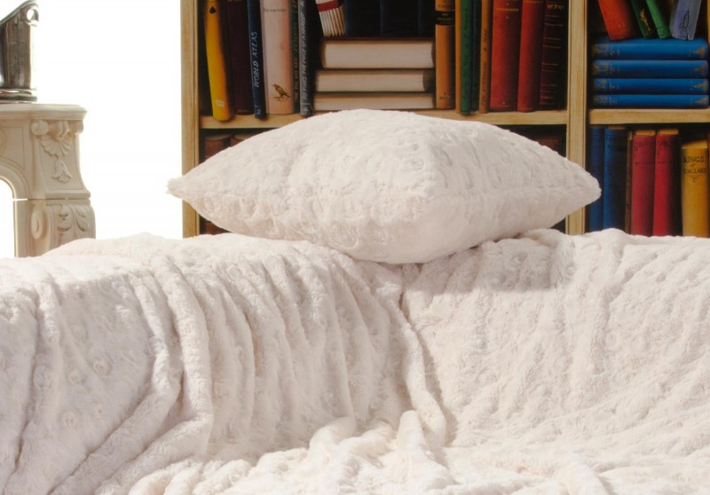 Fellkissen (Fellimitatkissen) Teddy creme-weiß in 45x45cm