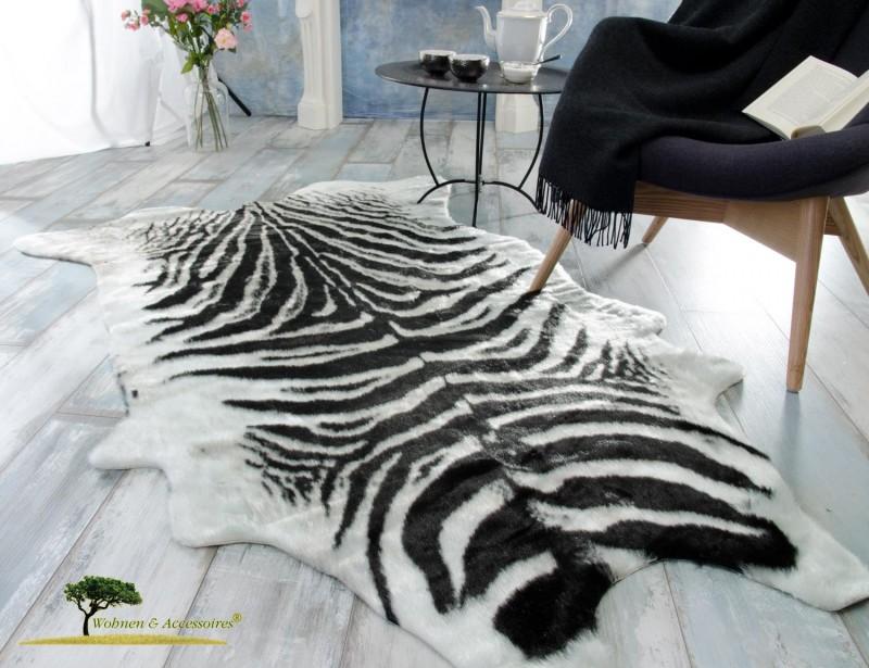 Eleganter und flauschiger Fellteppich, Teppich Zebra aus Kunstfell